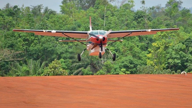 MAF aircraft lands on Tapeta airstrip in Liberia