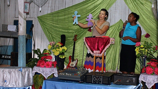 Heather speaking at the church in Manakana