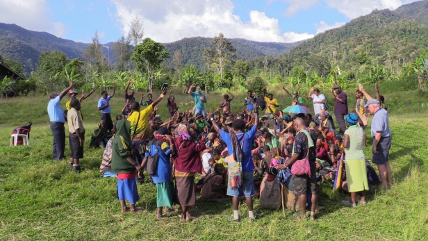Agreeing to peace at Wanakipa, Papua New Guinea. MAF PNG. Photo credit: Anton Lutz