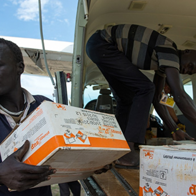 Emergency food delivery in South Sudan